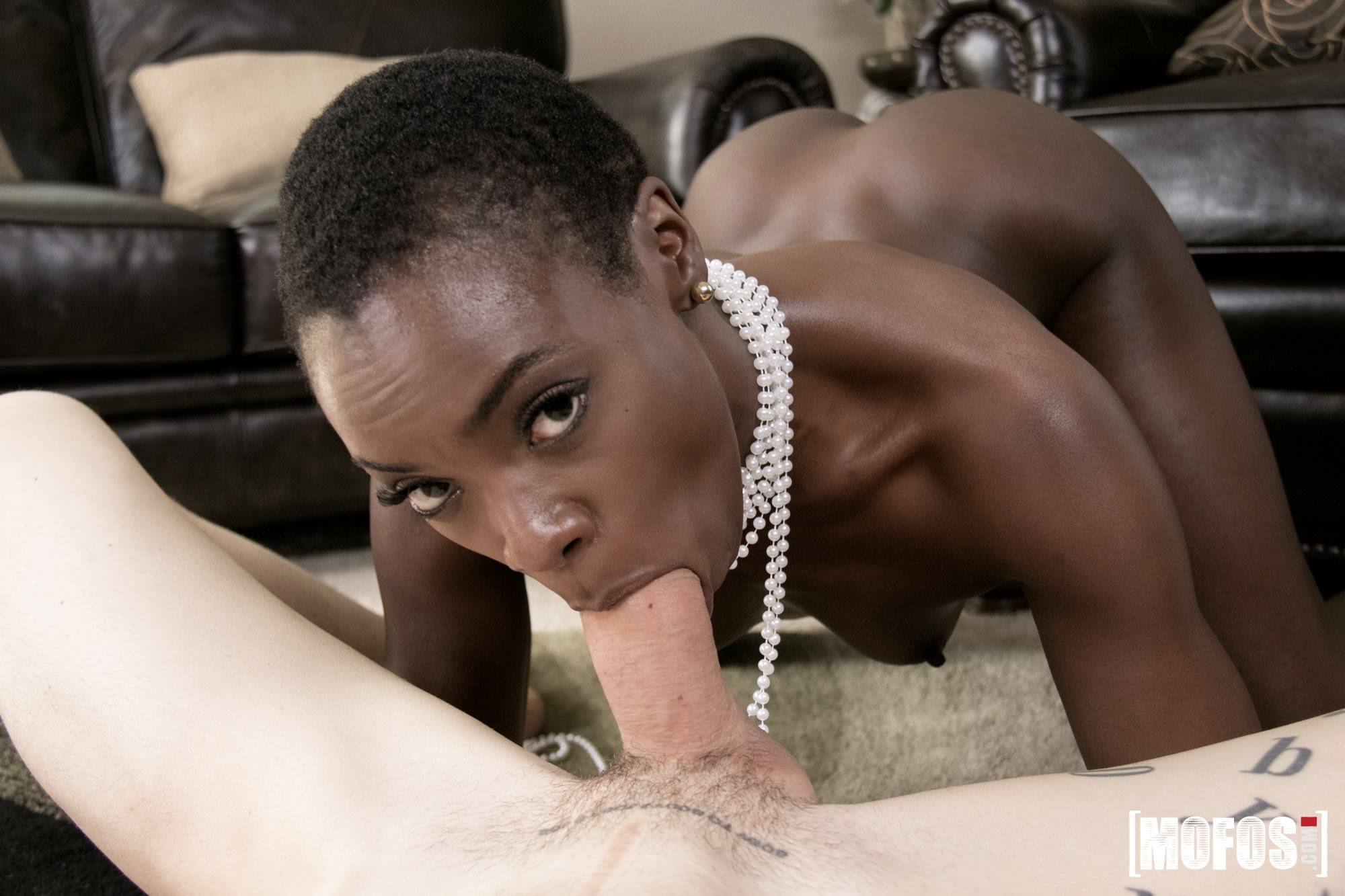 Blowjob with pearl necklace